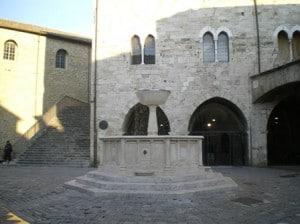 18_001_Bevagna_Piazza_Silvestri
