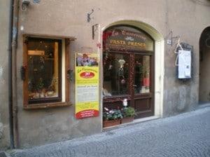18_001_Bevagna_negozi2