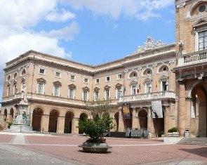 Recanati piazza Leopardi